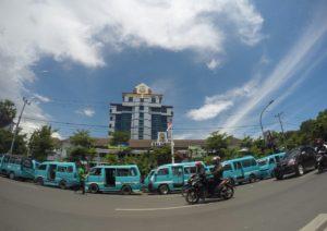 Ratusan Pete-Pete Yang Parkir di Depan Balaikota Makassar. Foto/Muhammad Langit Nusantara